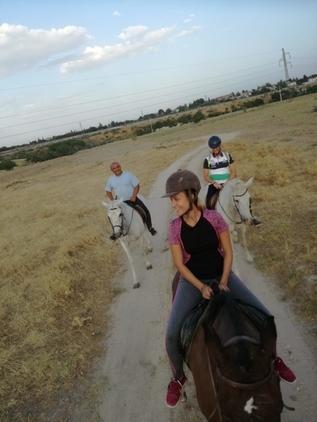Paseos a caballo y clases de equitacion